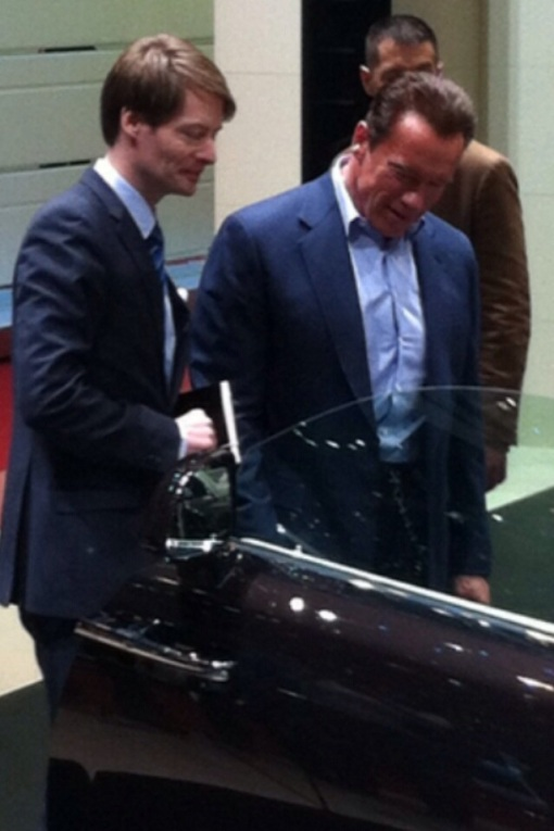 A big Austrian tries a big German... Arnie gets the measure of the Wraith