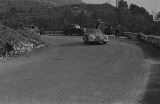 UMG662 - Watching the action - Gregor Grant on right - Monte Carlo Rally 1953 (press car)
